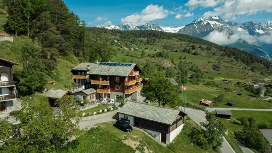Zeneggen, Suiza: Haus und Panorama