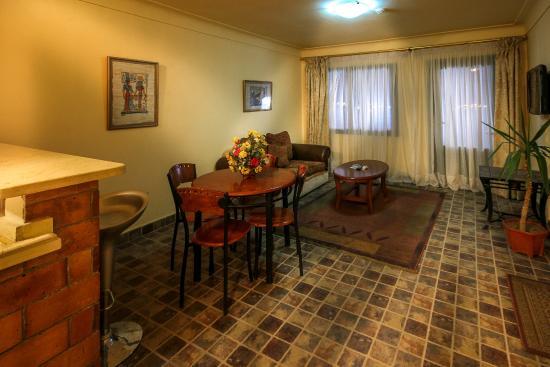 Adham Compound Hotel: dining room in suite