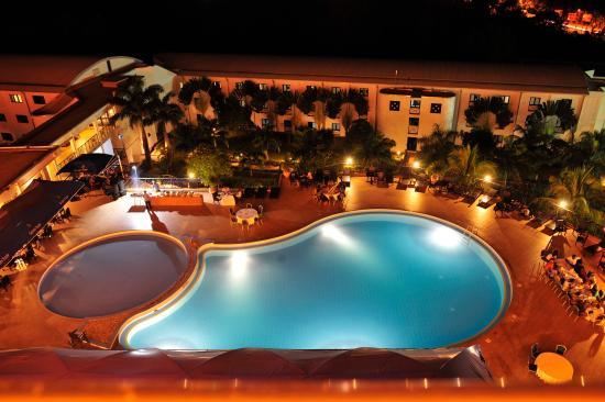 Golden Tulip Kumasi City: Poolside view