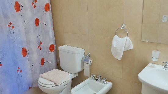 Departamentos Bariloche: Baño completo