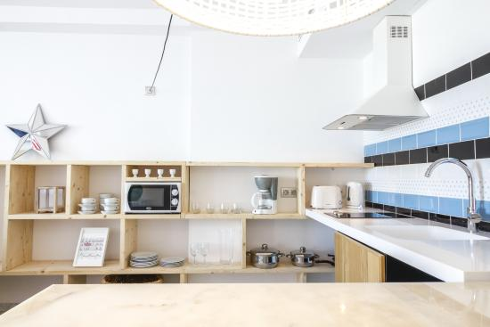 Marina Suites: Kitchen