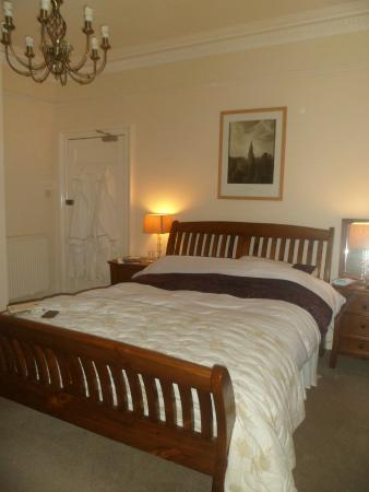 Auchyle Guest House: Comfy bed