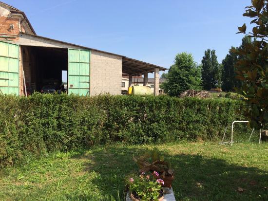 Agriturismo Boaria Bassa: La corte La stalla Il giardino La sala pranzo in veranda