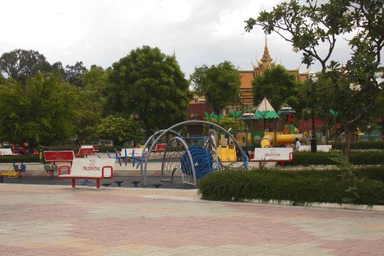 Wat BotomVatey Playground 1