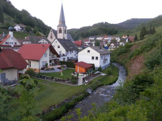Flair Hotel Adlerbad: dorpszicht