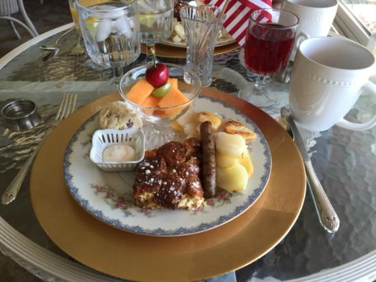 Carriage House at the Harbor: Breakfast Day 2
