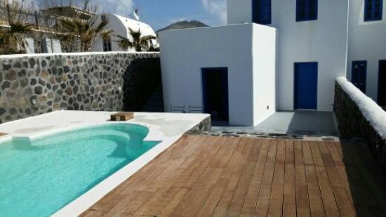 Thermes Luxury Villas: Villa y la piscina