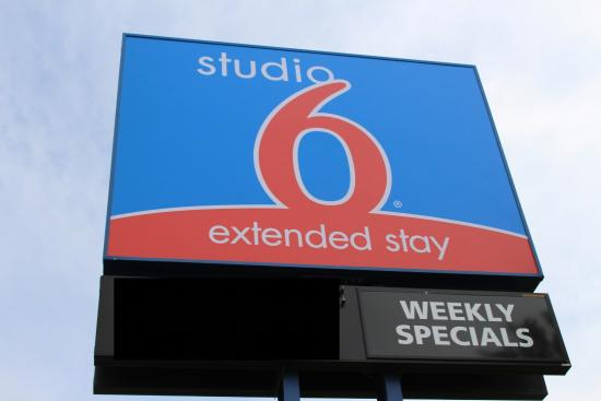 Studio 6 Denton - UNT: S6 Ext