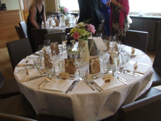 The Kings Arms: Wedding Table Settings