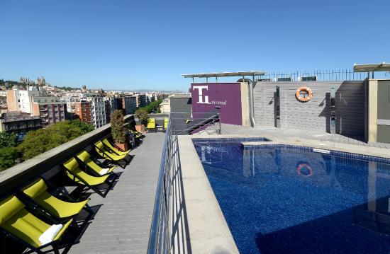 Barcelona Universal Hotel: Swimming pool views