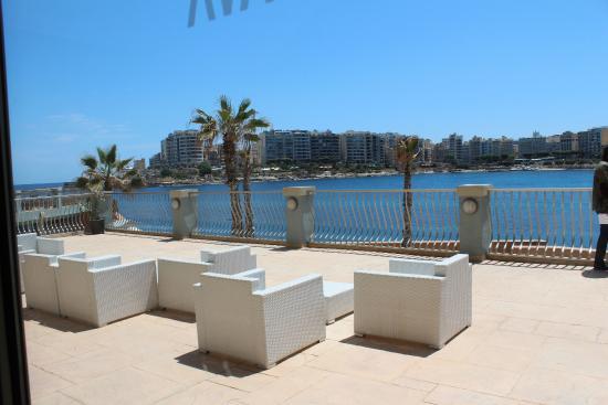 Terrasse de la piscine picture of cavalieri art hotel for La piscine art hotel reviews