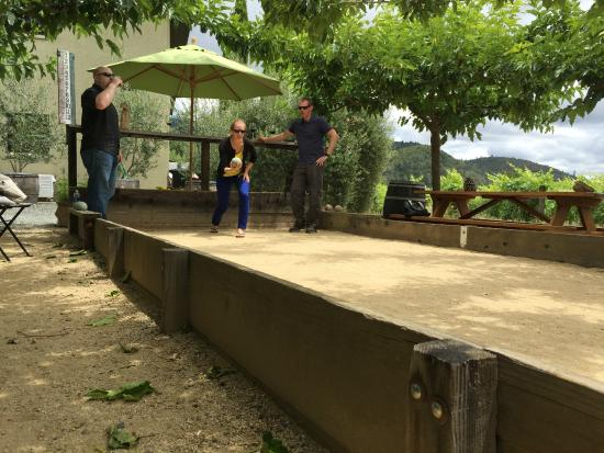 Dutch Henry Winery: Bocce while enjoying our bottle of wine