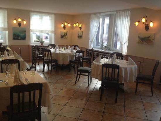 Int rieur du restaurant picture of la charrue d 39 or for Interieur restaurant