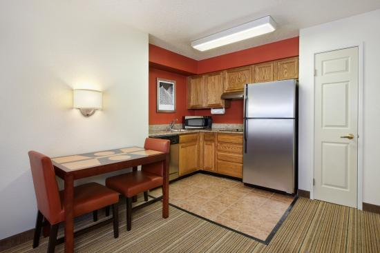 Residence Inn Indianapolis Downtown on the Canal: In-Suite Kitchen