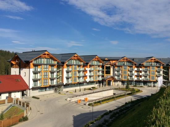 Vu de l 39 entr e de l 39 h tel picture of hotel bukovina for Entree hotel