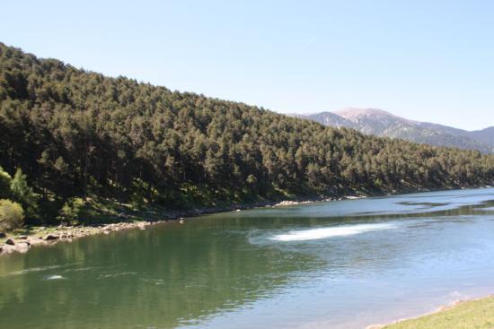 Andorra: Au centre du lac, la résurgence du torrent.