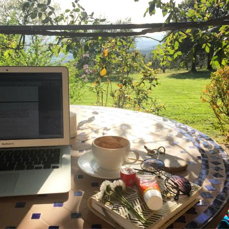 ‪كنتري هاوس مونتالي: Soy cappuccino, perfect view and work.‬