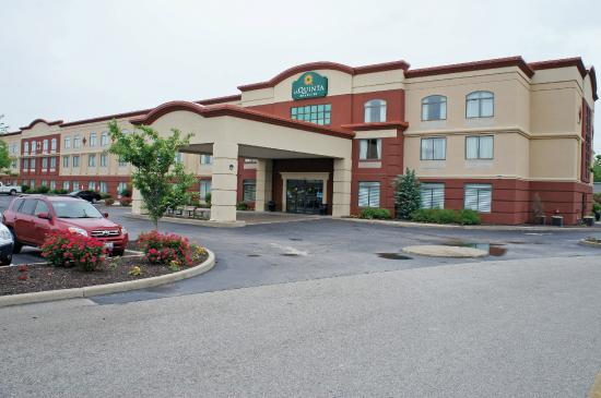 La Quinta Inn & Suites St. Louis Airport-Riverport