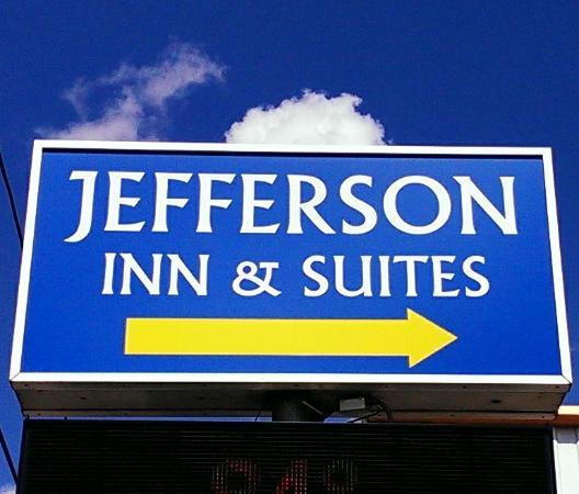 Jefferson Inn & Suites: Signage