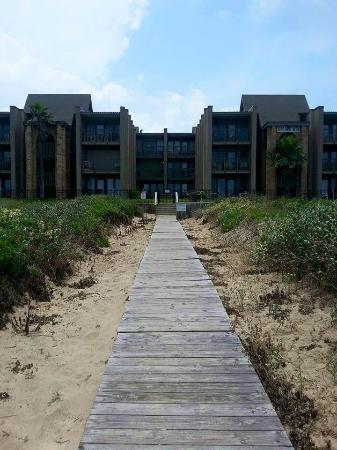 Marisol Condominiums: walkway to beach