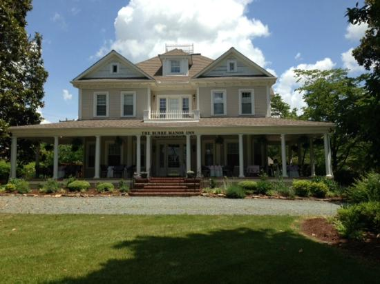 Burke Manor Inn: View from front
