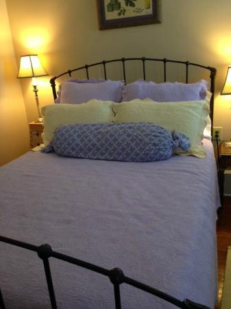 Burke Manor Inn: Room 205