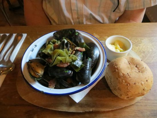 The Hop Pole: cornish mussels