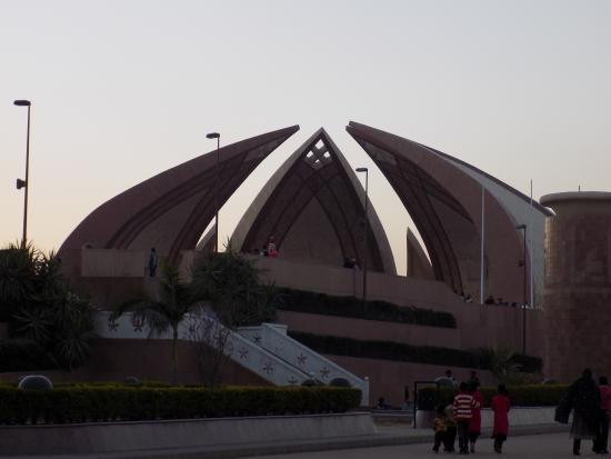 A Brief History Of Pakistan Review Monument