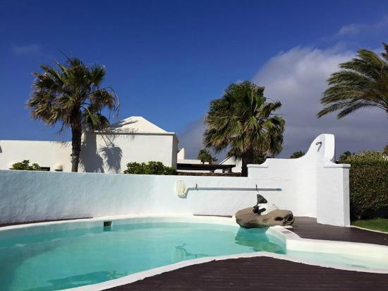 Our pool picture of heredad kamezi villas playa blanca for Villas heredad kamezi