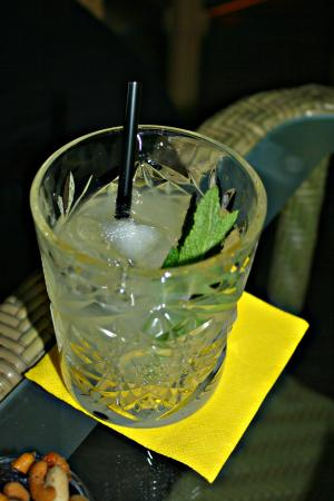 Charly's Gin & Cocktail bar: Gin Tonic con menta