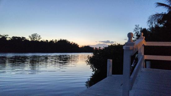 Siesta Key Bungalows: lagoon