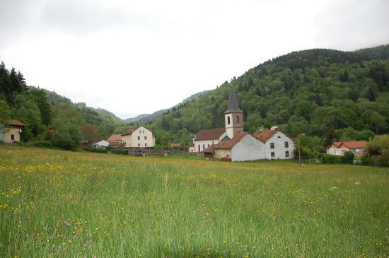 Hotel Restaurant Du Haut du Roc: village