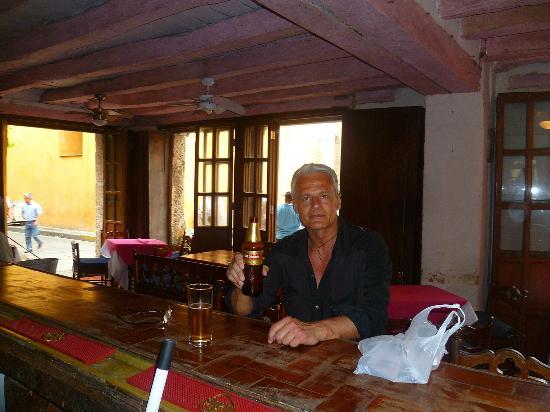 Restaurante Paco's: con una Club Colombia al banco bar