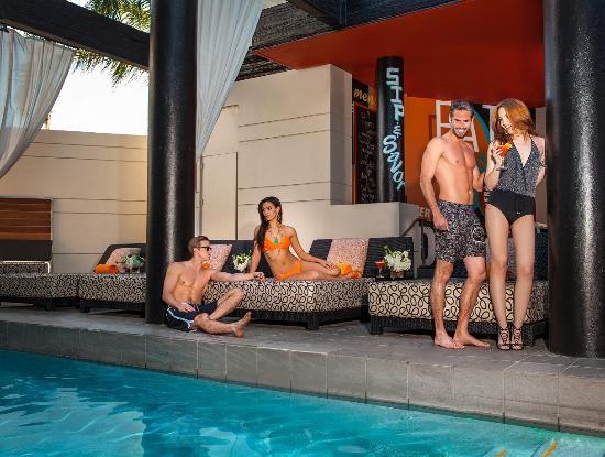 Hotel Derek Houston Galleria: Pool Side