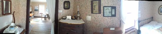 Homesteader Museum: Interior of Homestead Cabin