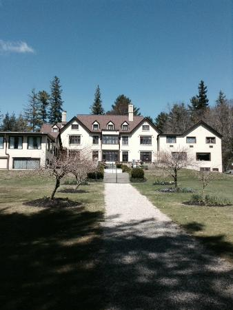 Seven Hills Inn : 7 Hills Inn from lower gardens