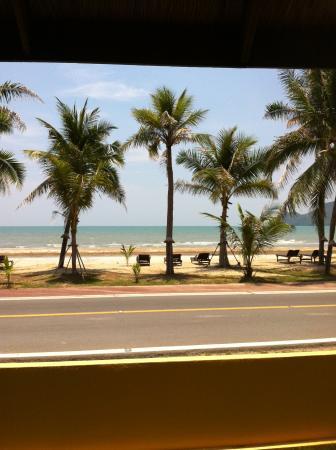 Terra Selisa Dolphin Beach Resort Hua Hin: uitzicht vanuit het restaurant