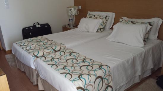 chambre lits jumeaux photo de dom jose beach hotel quarteira tripadvisor. Black Bedroom Furniture Sets. Home Design Ideas