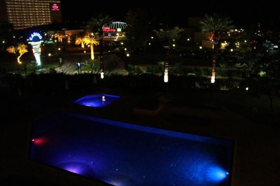 Dom Pedro Portobelo: Vista do apartamento para o lado da praia (noturna)