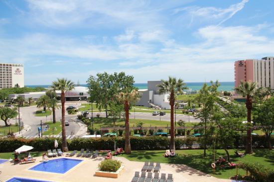 Dom Pedro Portobelo: Vista do apartamento para o lado da praia (diurna)