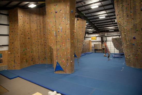 Middletown, Нью-Джерси: 14,000 square feet of climbing