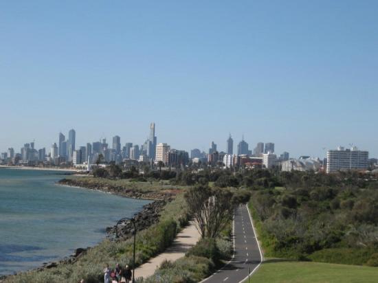 BASE Backpackers St Kilda: Uitzicht van coastline St. Kilda op Melbourne city