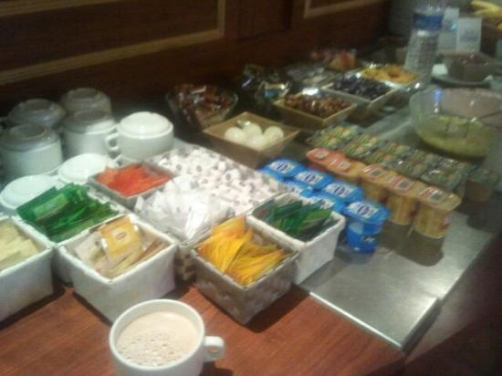 Mulsanne, Frankrike: Buffet du petit déjeuner