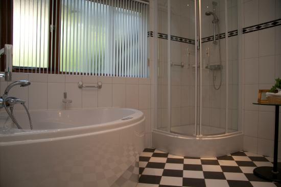 Aarden Badkamer Verplicht ~ Badkamer met bubbelbad  Picture of Hampshire Hotel  Hostellerie