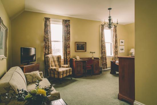 Hillhurst Inn: The Kent Room