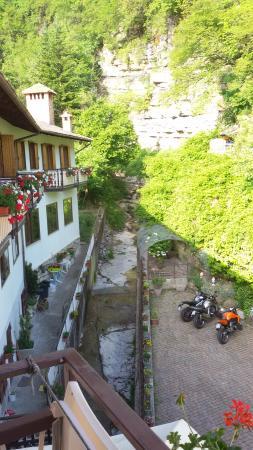 Albergo Ponte: il piccolo parcheggio