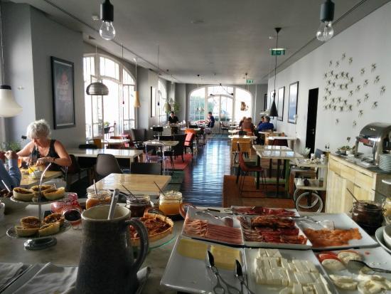 Petit d jeuner buffet photo de internacional design for Design hotel lisbonne
