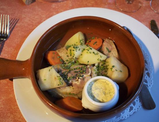 Hostellerie de Saint Front : veal main dish