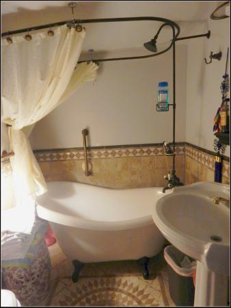 Billie's Backpackers Hostel: Bathroom/Shower #4