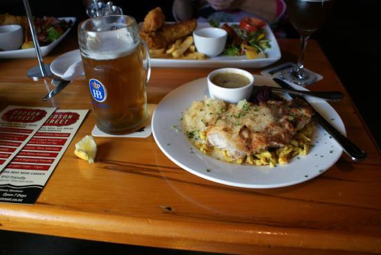 Dodson Street Beer Garden : Dodson Beer Garden schnitzel
